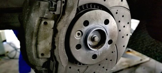 Когда на Шевроле Ниве необходимо менять тормозные диски