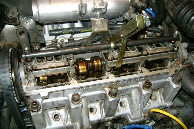После прогрева двигатель работает с перебоями